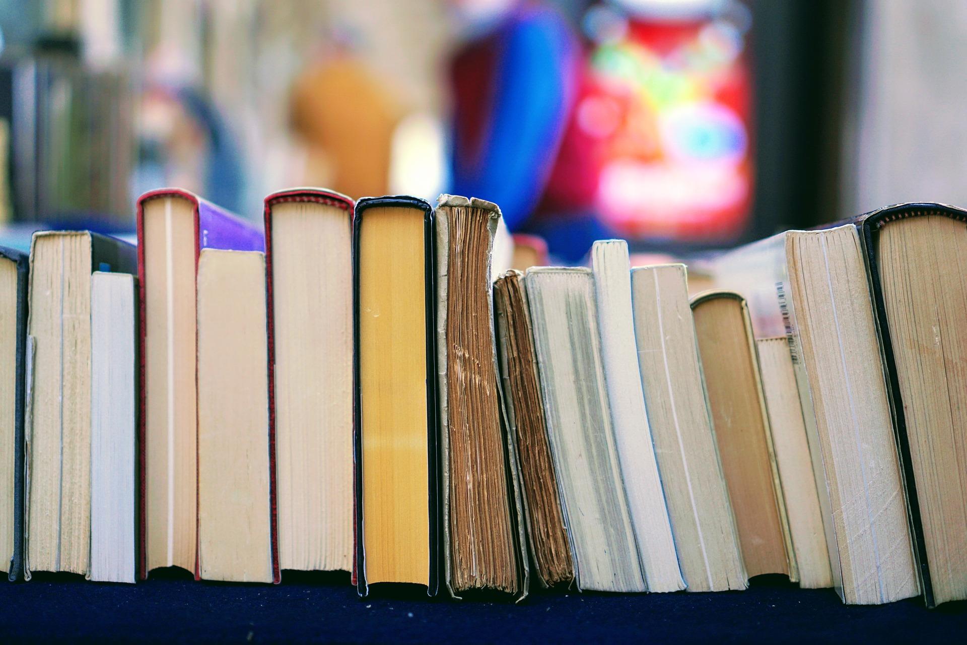 books-2564874_1920